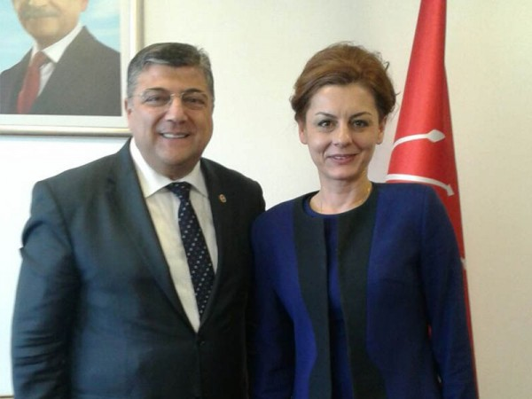 İlknur Menlik, CHP Grup Sözcüsü Kamil Okyay Sındır'ı ziyaret etti