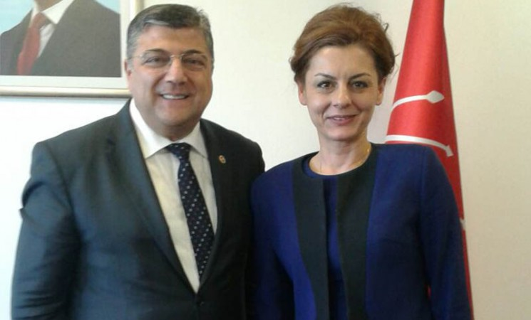 İlknur Menlik, Kamil Okyay Sındır görüşmesi